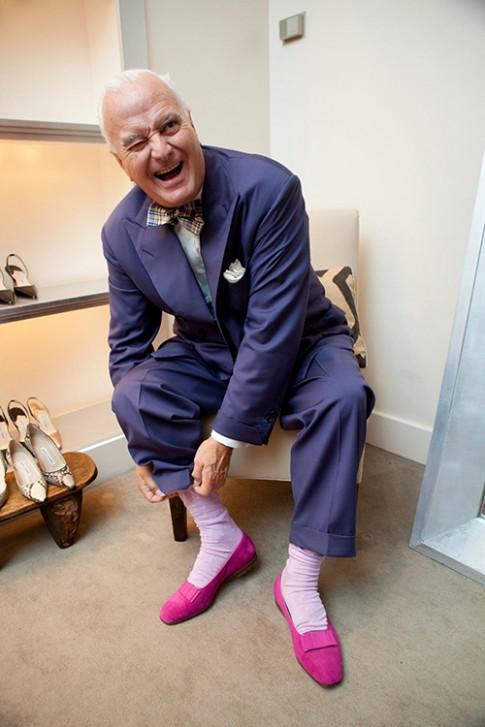 Phù thủy giày cao gót 73 tuổi mê hoặc sao Hollywood