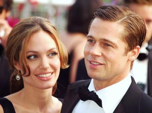 Rộ tin Angelina Jolie tán tỉnh trai trẻ giống Brad Pitt