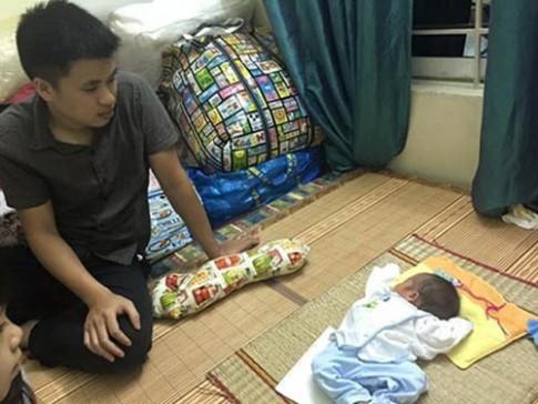Rơi lệ cảnh vợ mất, ông bố trẻ lặn lội xin sữa nuôi con