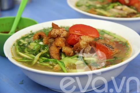 Rủ nhau đi ăn bún cá Hoàng Cầu