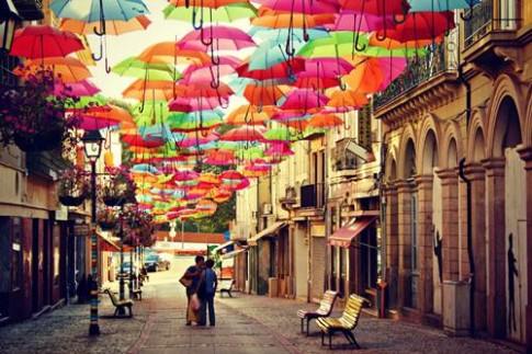 """Rực rỡ phố """"ô bay"""" ở Bồ Đào Nha"""
