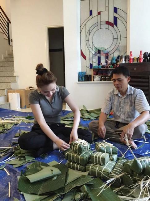 Sao Việt nô nức dọn nhà, gói bánh chưng đón Tết