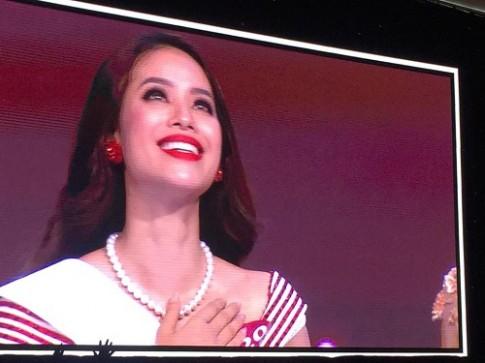 Scandal bủa vây, Phạm Hương vẫn đăng quang HHHVVN 2015