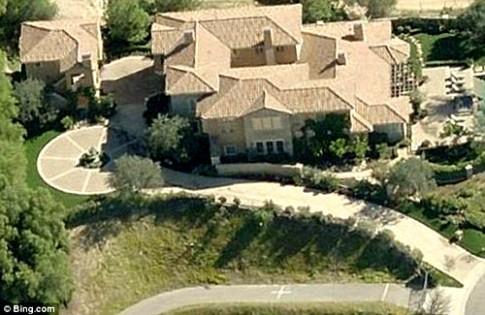 Selena mua nhà mới tránh xa bạn trai