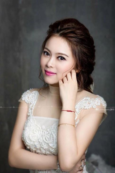 Single mom Hà Thành xinh đẹp lần thứ 2 mặc váy cưới vì con