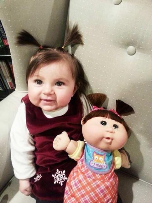 Sửng sốt những em bé trông giống hệt búp bê