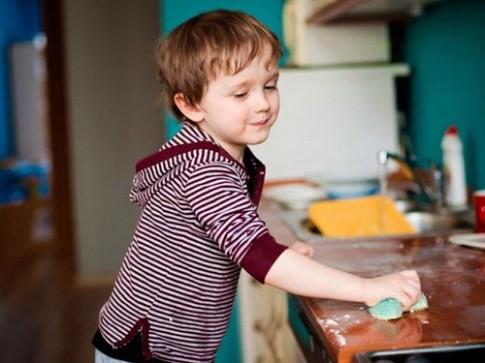 Tâm đắc cách phụ nữ nước ngoài dạy con làm việc nhà