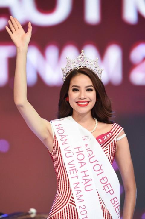 Tân HH Phạm Hương xin lỗi vì buông tay Á hậu 1 lúc đăng quang
