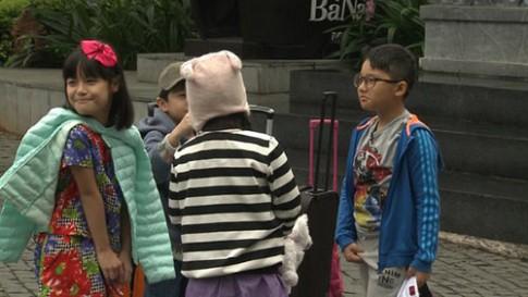 Tập 26 Bố ơi: Con gái Phan Anh khóc vì bố dành tình cảm cho Suti