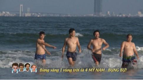"""Tập 31: Dàn """"mỹ nam"""" Bố ơi mình đi đâu thế """"khoe bụng"""" trên biển"""