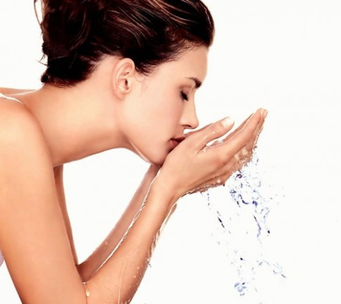 Tẩy da chết giúp cải thiện làn da như thế nào?.