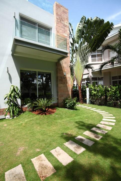 Thăm nhà mới giản dị của Phi Thanh Vân