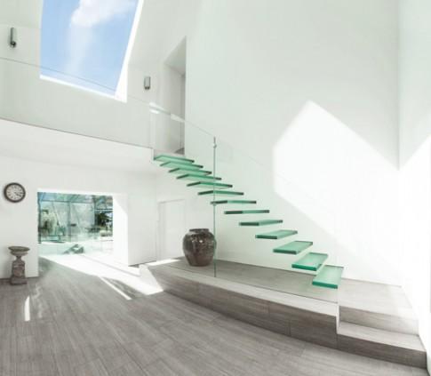 Thiết kế cầu thang kính bền đẹp, sang trọng