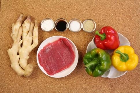 Thịt bò xào ớt chuông đơn giản, ngon cơm