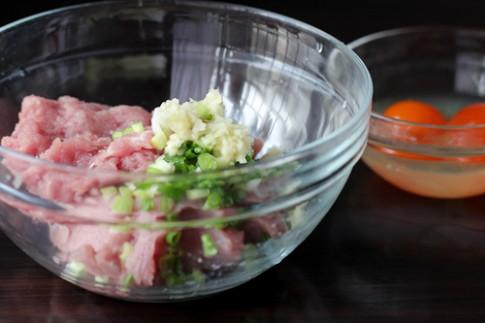 Thịt hấp trứng muối lạ miệng cho cơm chiều