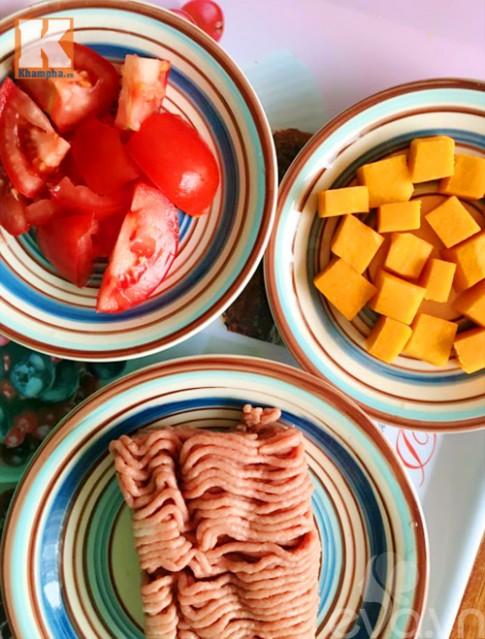 Thịt viên bí đỏ sốt cà chua nóng hổi