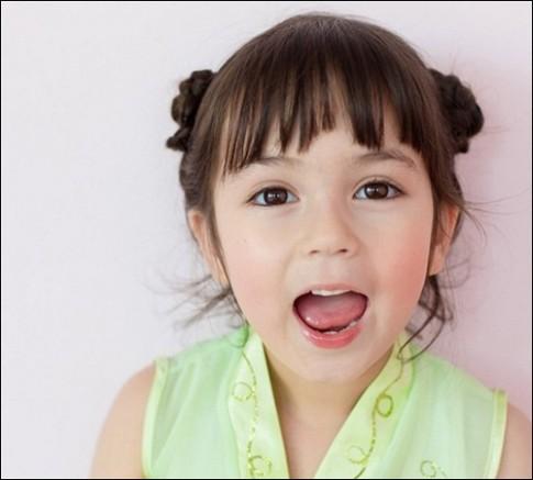 Thói quen xấu từ nhỏ khiến bé gái kém xinh