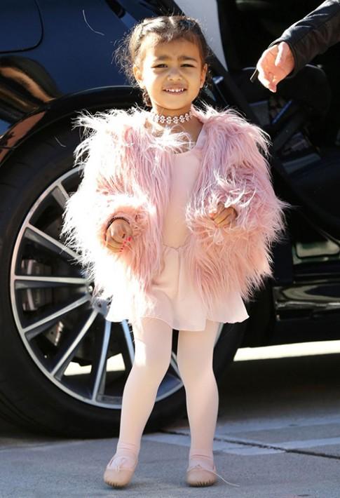 Thời trang sành điệu của con gái Kim Kardashian