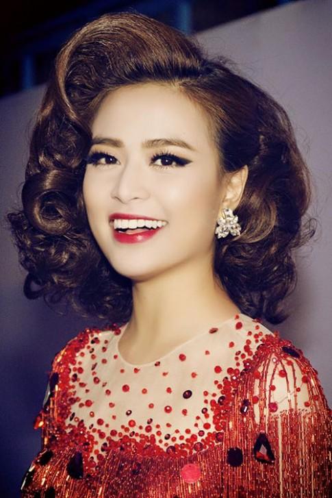 Thời trang tóc đáng học hỏi của Hoàng Thuỳ Linh (P2)