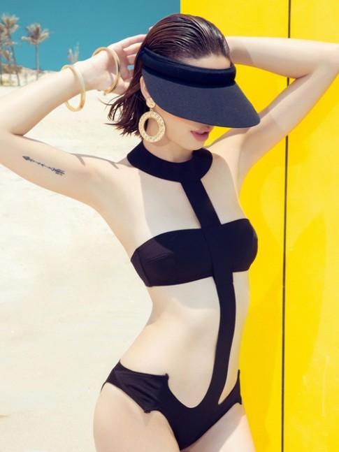 Thu Hiền khoe vóc dáng quyến rũ với bikini