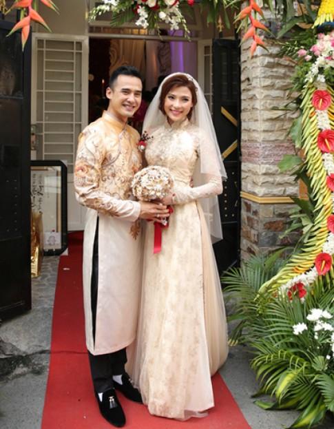 Thúy Diễm sửa áo dài cưới ba lần vì liên tục sụt cân