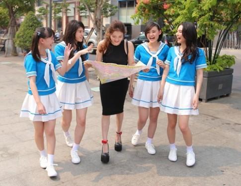 Thuy Top dan nhom nhac Nhat Ban di kham pha Sai Gon