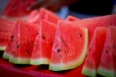 Top hoa quả mùa hè dễ gây hại cho bé