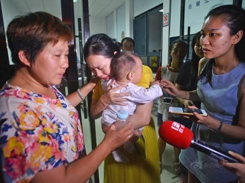 TQ: Toàn cảnh vụ bắt cóc bé 5 tháng giữa nơi công cộng gây xôn xao