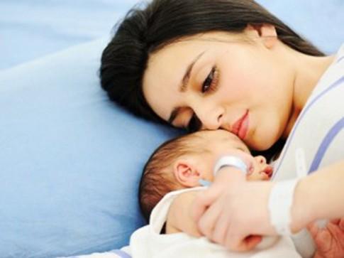 Trầm cảm sau sinh: Mẹ có thể sát hại con