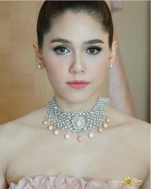 """Trang điểm hoàn hảo giúp mỹ nhân Thái """"lấn át"""" sao Châu Á tại Cannes"""