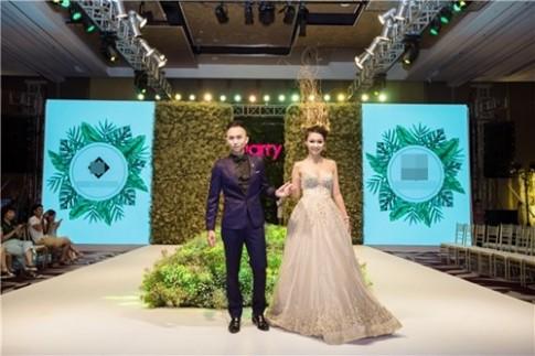 """Trung """"Dũng sĩ"""" 5S Online làm đám cưới với cô dâu 14 tuổi trên catwalk"""