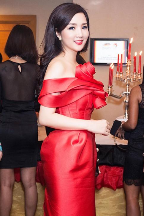 Tuần qua: Diva Mỹ Linh, HH Giáng My đẹp phát ghen ở tuổi U50