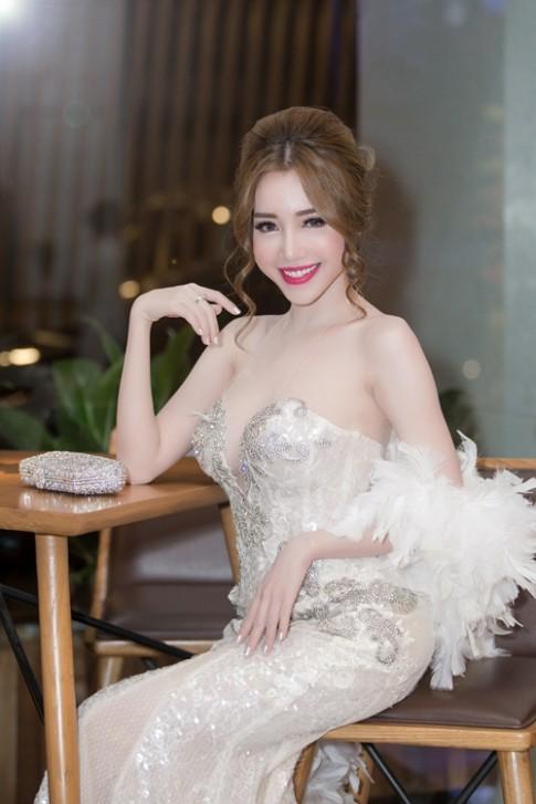 Tuần qua: Elly Trần, Ngô Thanh Vân xinh đẹp với kiểu tóc mới