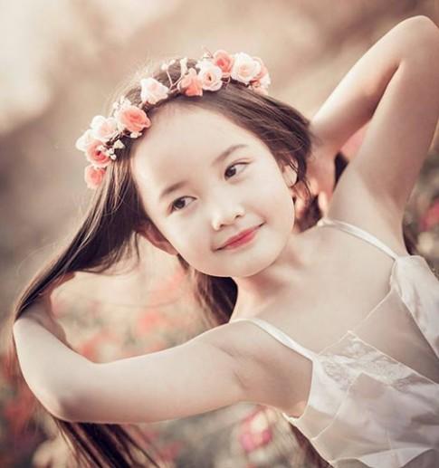 Vẻ đẹp của cô bé Hà Nội 6 tuổi giống Angela Phương Trinh