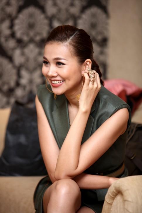 VNTM 2016: Thanh Hằng khoe chân dài 1m12 siêu sexy tại Hà Nội
