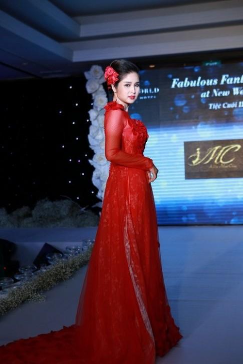 Vợ Phan Thanh Bình mũm mĩm làm vedette