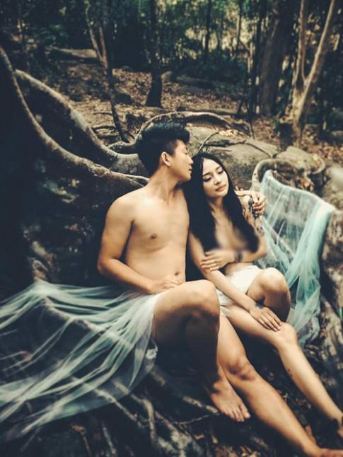 Xôn xao bộ ảnh cưới nude của cặp đôi Đà Nẵng