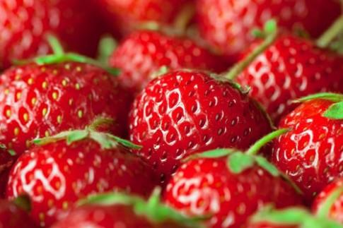 12 rau quả dễ bị nhiễm chất độc nhất cần tránh cho bé