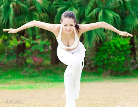 3 cô giáo yoga nổi tiếng với thân hình quá gợi cảm