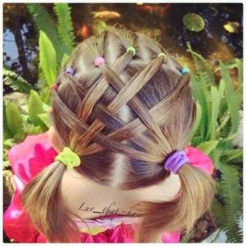 3 kiểu tóc cho bé chơi Tết đúng điệu 'mẹ đảm, con xinh'