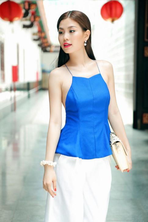 Á hậu Diễm Trang diện áo 2 dây khoe vai trần mảnh mai