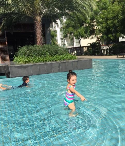 Ảnh đi bơi ngộ nghĩnh của nhóc tỳ nhà sao Việt
