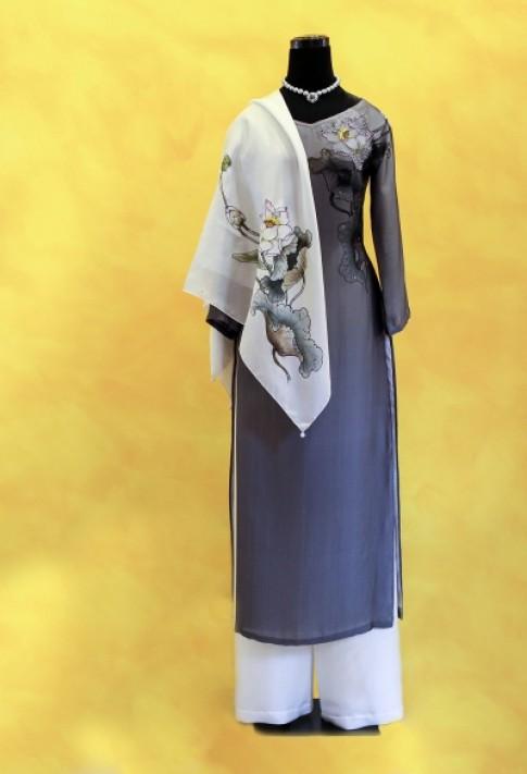 Áo dài hoa sen dành tặng phu nhân Michelle Obama