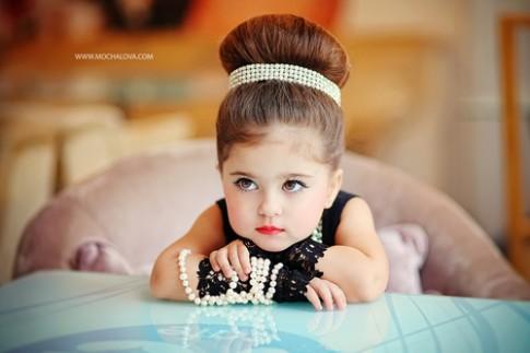 Bé gái 3 tuổi đẹp đúng chuẩn 'sang chảnh' gây sốt