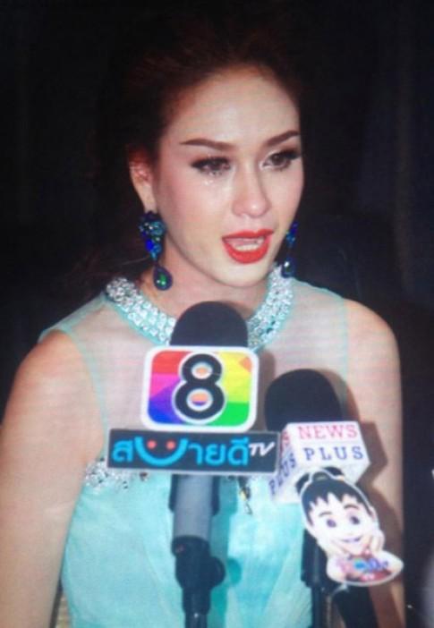 Bị chê xấu, Hoa hậu Hoàn vũ Thái Lan trả vương miện