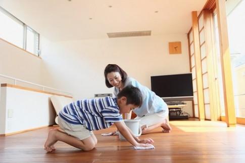 Bí quyết của mẹ khéo 'dụ' con biết làm việc nhà từ nhỏ