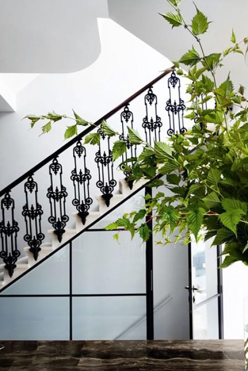 Biến cầu thang thành góc đẹp trong nhà