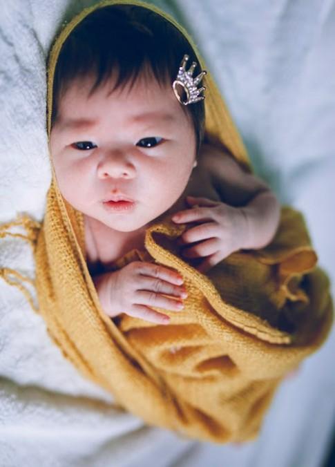 Bộ ảnh đẹp như Tây của bé Việt 23 ngày tuổi