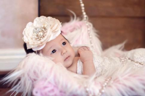 Bộ ảnh xinh như công chúa hoàng gia của con gái Hà Kiều Anh