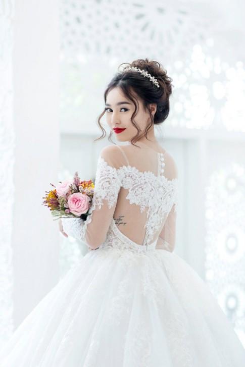 Bộ sưu tập hình xăm tuyệt đẹp của gái ngoan showbiz Việt